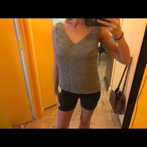 V-neck sleeveless print top